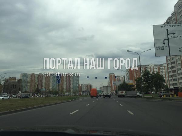 Дорожный знак на Покровской выровняли по просьбе местного жителя