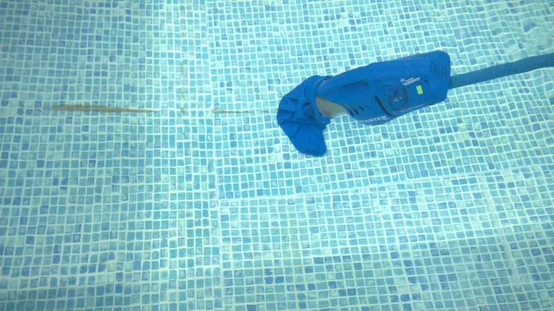 Работа пылесоса Pool Blaster