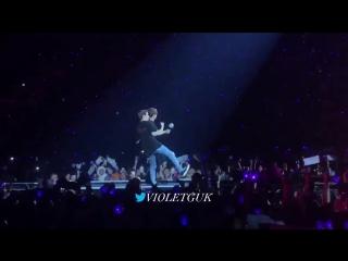 BABYYYY KOOOOOKIEEEEEEEEEEEEEEEE AND SEOKJIN SLOWING DOWN FOR HIM TO DO THE SHOOT DANCE IM CKDIDUDUSJ