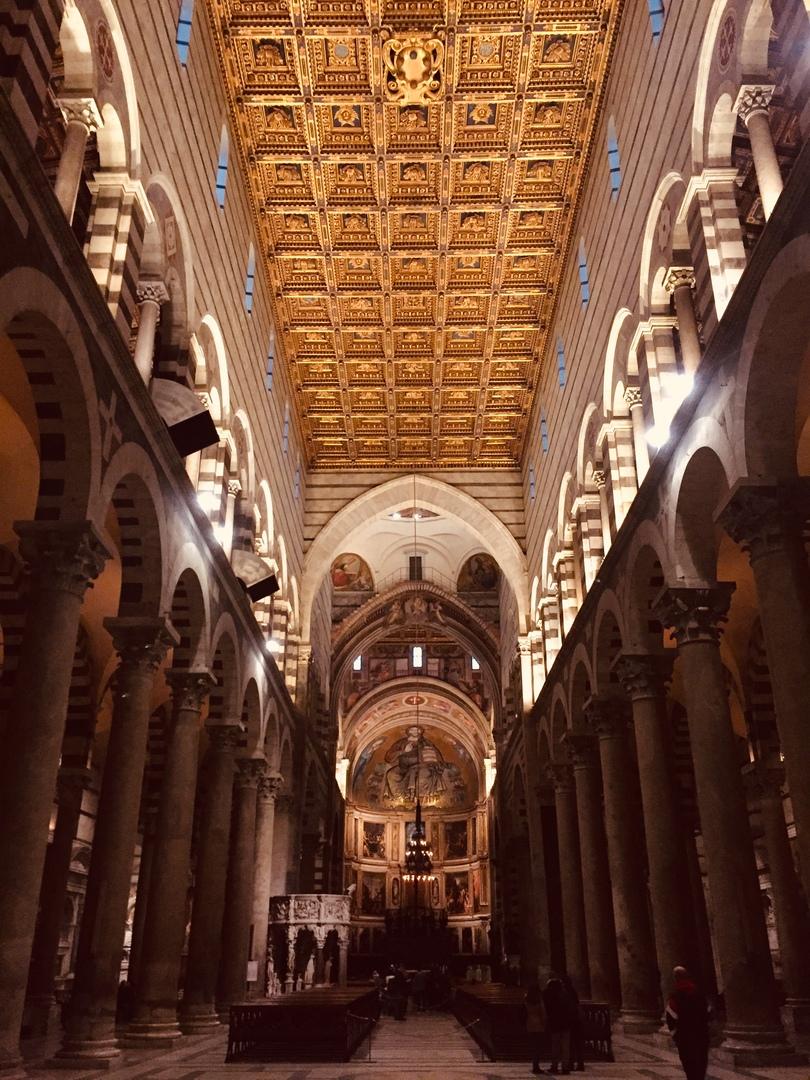 Отчет о путешествии в Италию Пиза и Флоренция. Кафедральный собор Пизы. Обратите внимание на потолок.