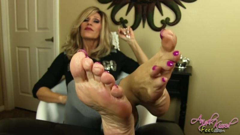 Nikki Ashton Feet and Soles JOI