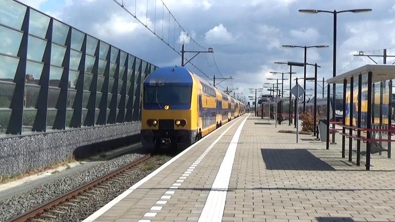 DDZ 7526 7527 komen door Almere Oostvaarders