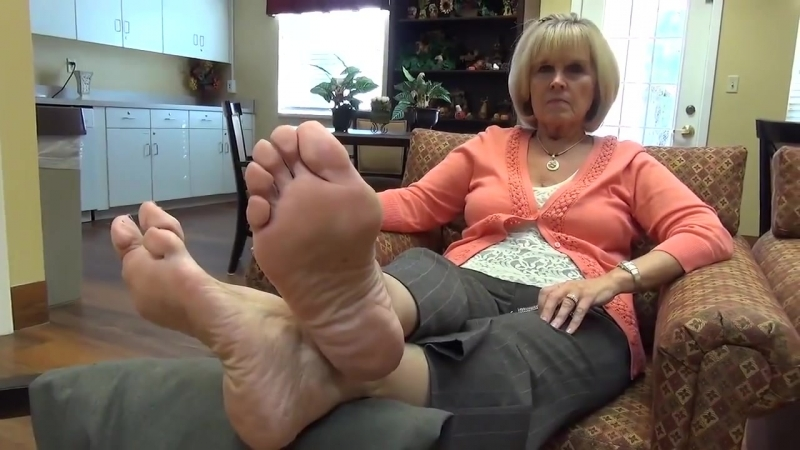 63 year old mature woman candid sexy soles