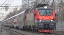 Приветливый помощник на ЭП20-035 со скорым двухэтажным поездом №26 Москва - Ижевск-