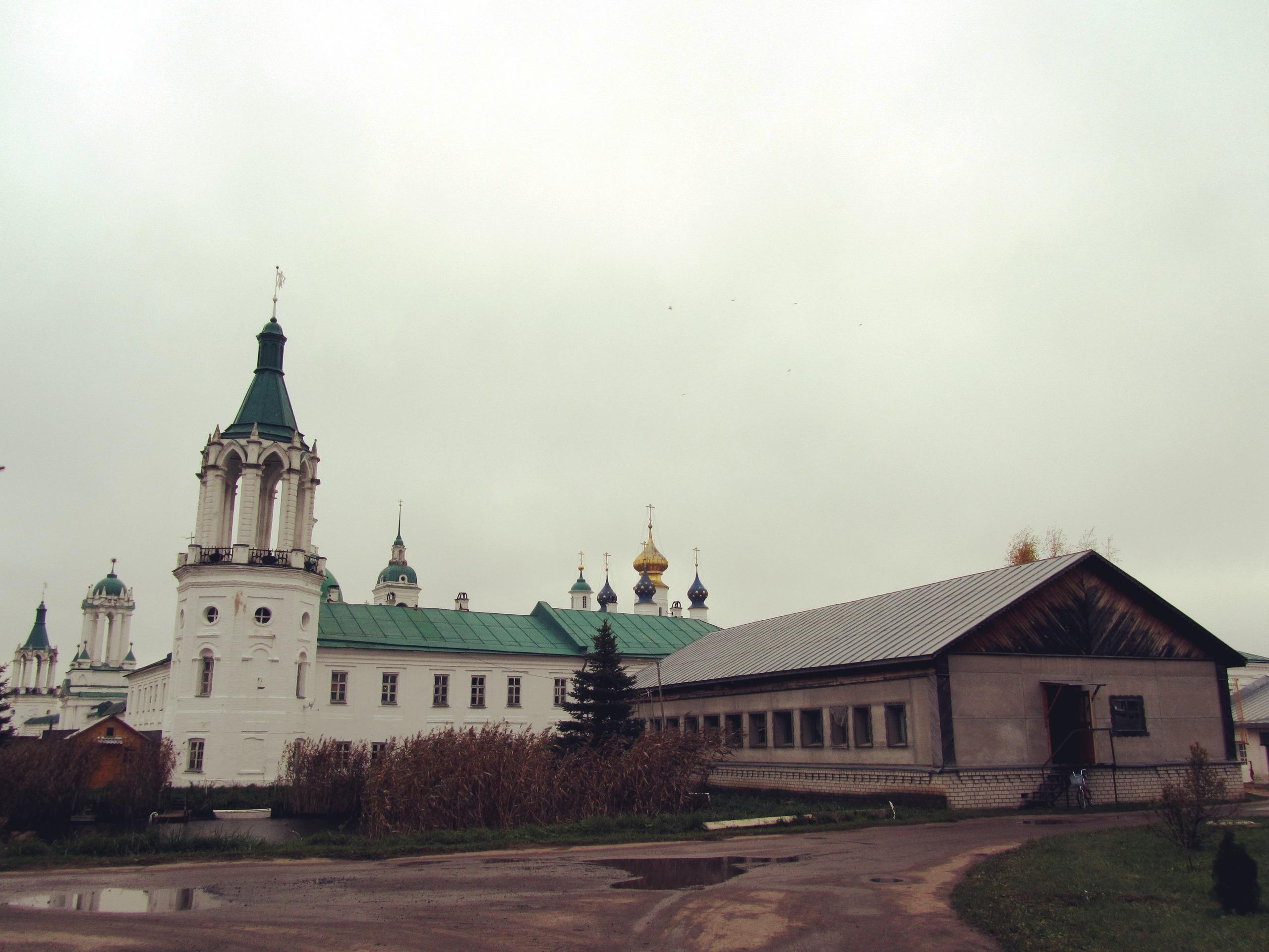 """монастырь - это общежитие """"трудников"""""""