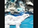 Белый медведь в заснеженных горах