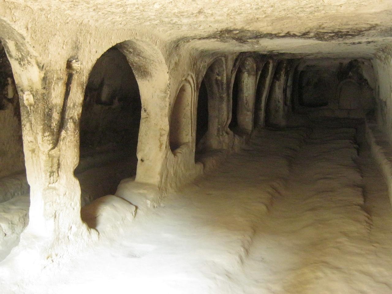 Столовая и школа в пещерном монастыре Кешлик (Keşlik Manastırı),