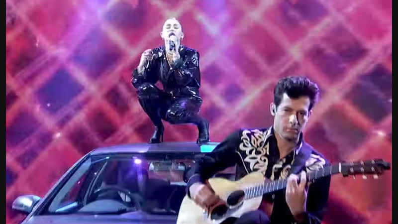 Miley Cyrus Mark Ronson - Nothing Breaks Like a Heart (Live at The Graham Norton Show 2018) HD