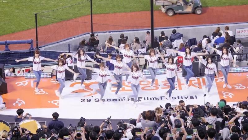181006 IZONE - 내꺼야 (PICK ME) @ Baseball match Doosan Bears vs LG Twins