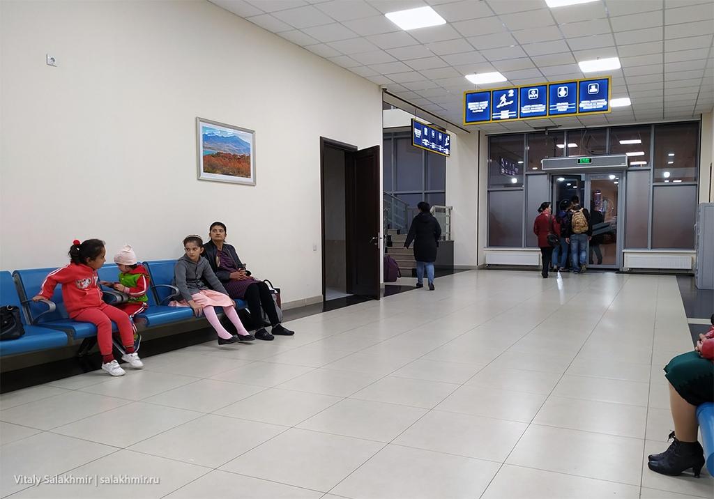 Внутри вокзала Ташкент-Южный, 2019