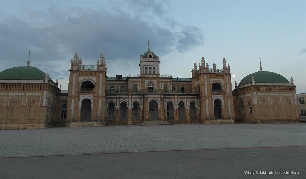 Фасад дворца эмира Бухарского, Каган 2019