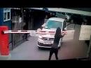 В Красногорске девушка сломала шлагбаум чтобы спокойно проехать