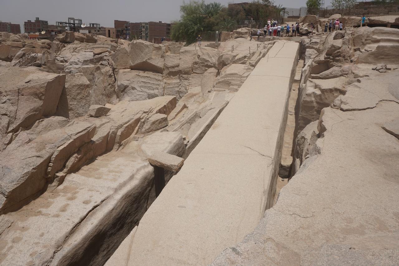 Как древние египтяне вырезали огромные гранитные блоки