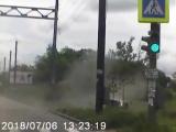 наезд Toyota NOAH на канализационный люк