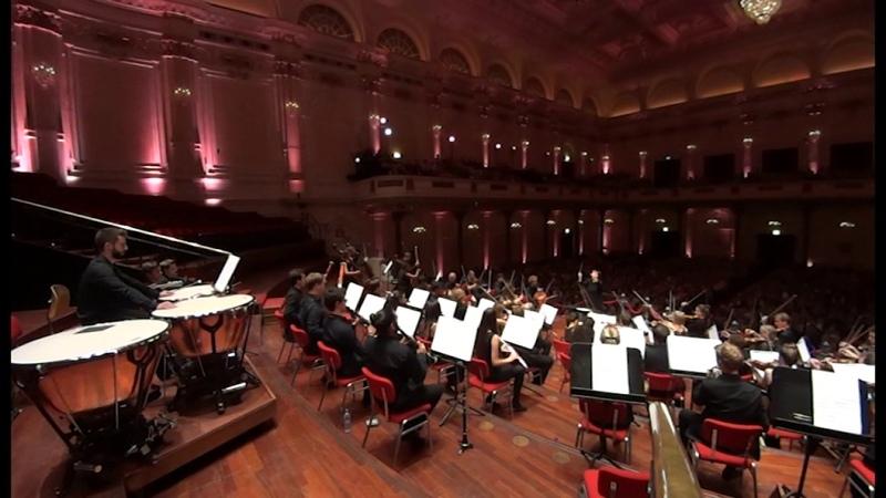 Conductor: Xian Zhang. Beethoven Symphony No.7
