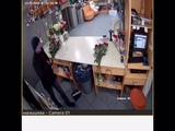 В Екатеринбурге грабитель обчистил цветочный магазин