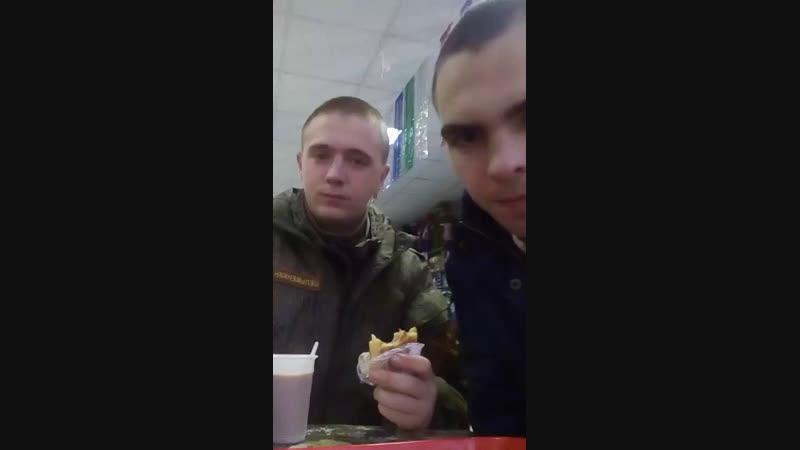 С однокласником встретился)