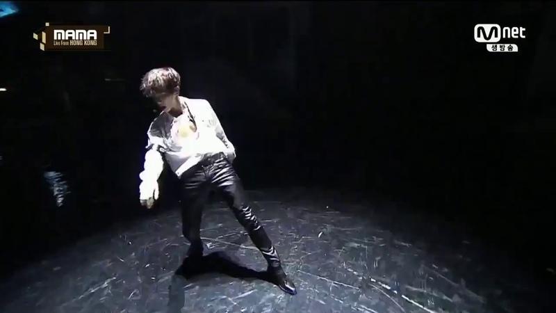 EXO baekhyun hot solo dance at MAMA 2016