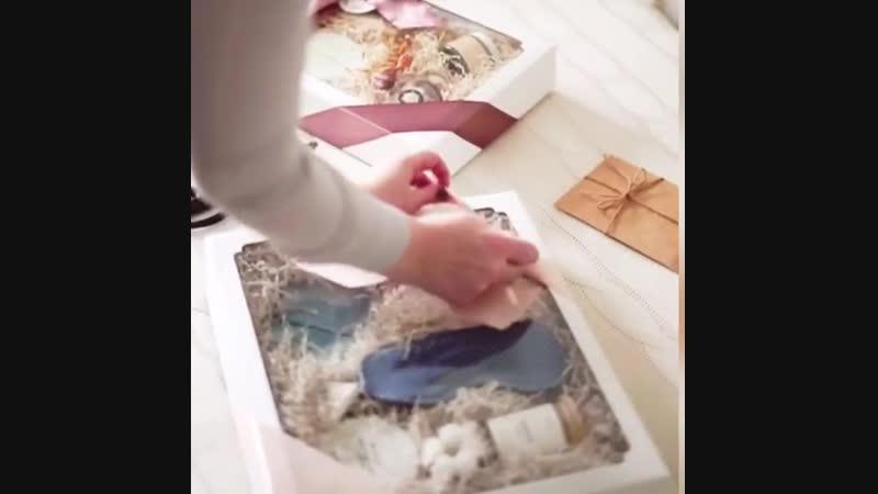 Стёрли пальцы о ленту, но научились завязывать идеальные банты с первого раза😁  Рассказать вам как мы выбирали упаковку? Если да
