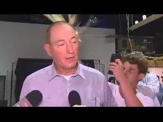 Сенатор, резко высказавшийся о бойне в Новой Зеландии, получил яйцом по голове.