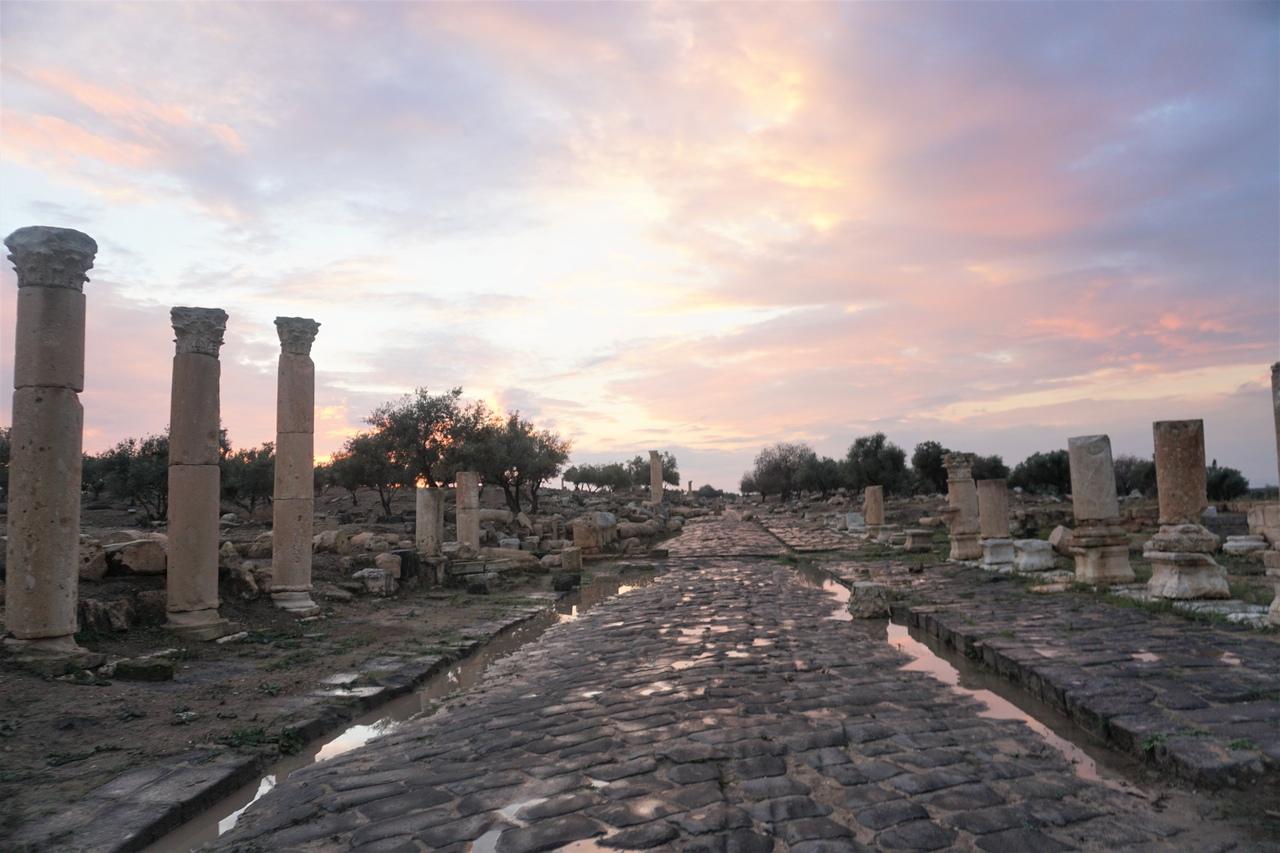 Закат в Древней Гадаре в Иордании