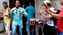 Cubanos tocando salsa en la calle en Cuba