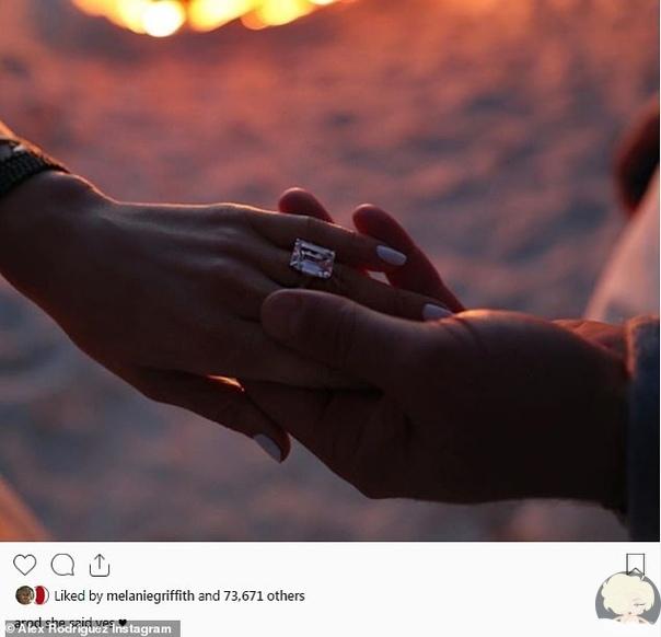 Дженнифер Лопес решила выйти замуж в четвертый раз Голливудская актриса и певица Дженнифер Лопес обручилась с американским бейсболистом Алексом Родригесом. Звезда опубликовала фото обручального