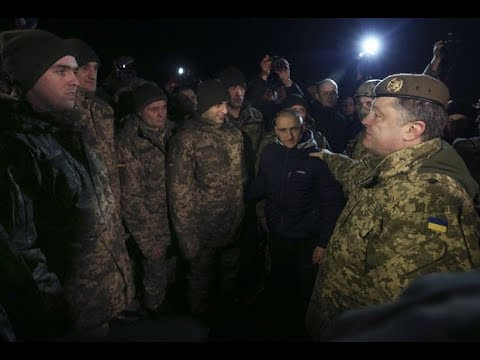 Мужик ВЫСКАЗАЛ все Порошенко в лицо: Предатель, твое место в тюрьме!