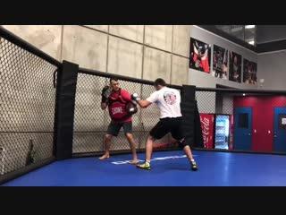 Альберт Туменов работает над улучшеним техники своего бокса