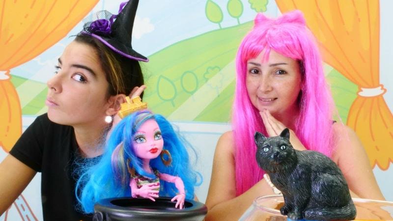 Cadılık oyunu. Özge ve Mina'ya kara kedi şans getiriyor