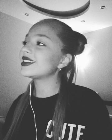 "Anastasia 16 y.o. on Instagram: ""Ребят сделайте не много тише 🤫 Исполнитель- @erikalundmoen_ Песня- яд ☠️ ерикалундмоен яд @cover_official @cove..."