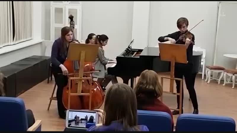 Сен Санс Трио исполняют Фидан Гаджиева фортепиано Виктор Игнатьев скрипка Анна Малышева контрабас