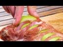 Делаем глубокие надрезы в мясе в вставляем внутрь яблоки Класс