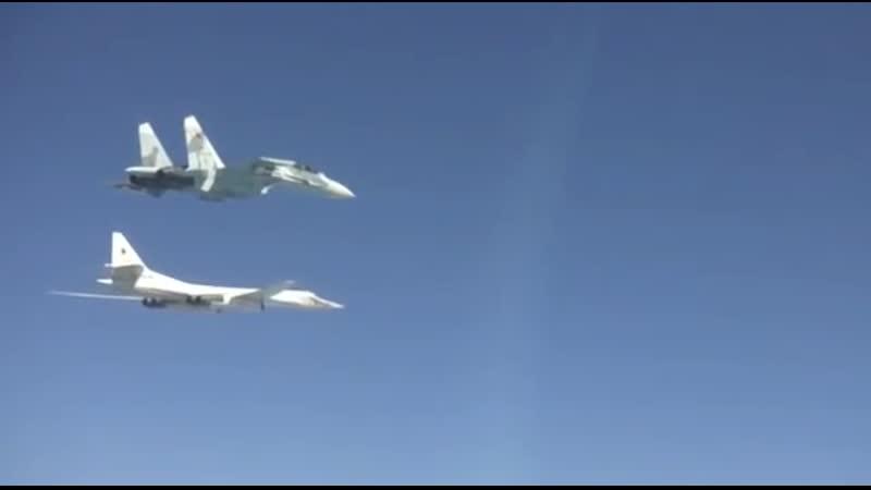 Истребители Су-27СМ сопроводили стратегические ракетоносцы Ту-160 над Чёрным морем.