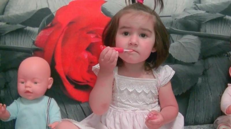 САФИЯ КАК МАМА Сафия красит губы и ногти Детским лаком Safiya Show for Kids 0