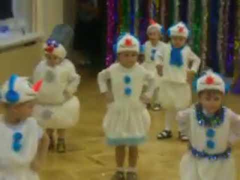 Когда на утреннике в детском саду все дети, как дети, а твой Весёлый снеговик))