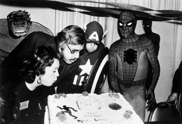 Стэн Ли перед смертью создал нового супергероя Автор комиксов Marvel Стэн Ли вместе с дочерью Джей Си создал нового супергероя перед своей смертью. Об этом Джей Си рассказала порталу TMZ. «Я