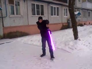 демонстрация светового меча на улице