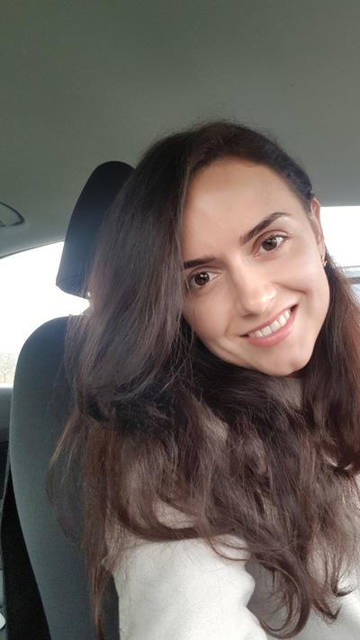 Аня Гуторова