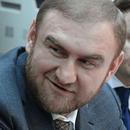 Совет Федерации досрочно прекратил полномочия арестованного сенатора Рауфа Арашукова
