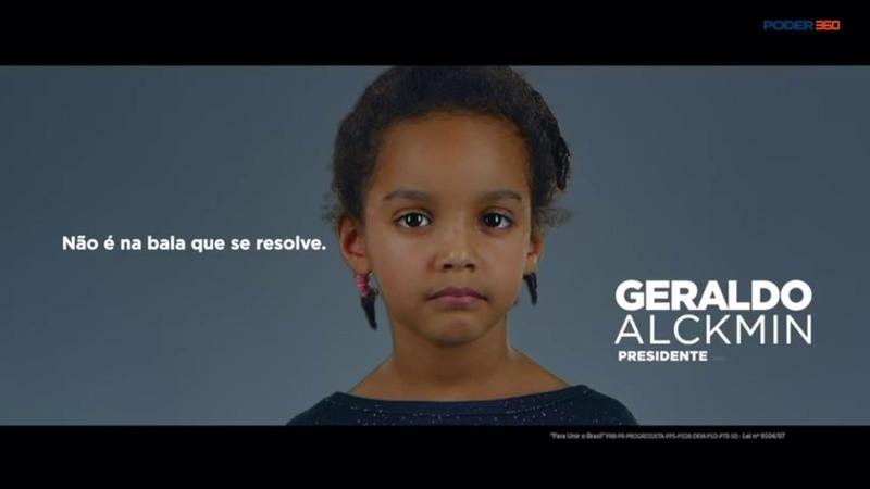 Em 1ª propaganda para TV Alckmin critica discurso da bala de Bolsonaro