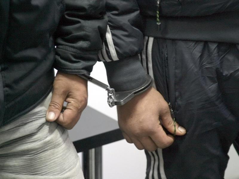 Полицейские Таганрога задержали двух уличных грабителей-рецидивистов