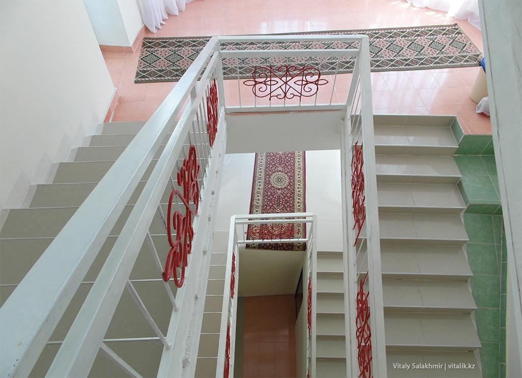 Лестница, гостевой дом Сенатор, Чолпон-Ата