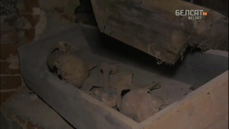 У занядбаным касцёле ў Беніцы раскіданыя людскія парэшткі