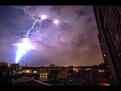 Это стоит увидеть! Шаровая молния снята на камеру. Странное явление природы (перезалив)
