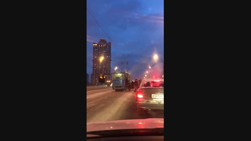 Трамвай заискрил Сегодня - Москва м. Строгино - м. Щукинская