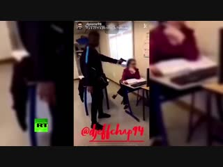 Student threatens teacher with 'gun' in French school