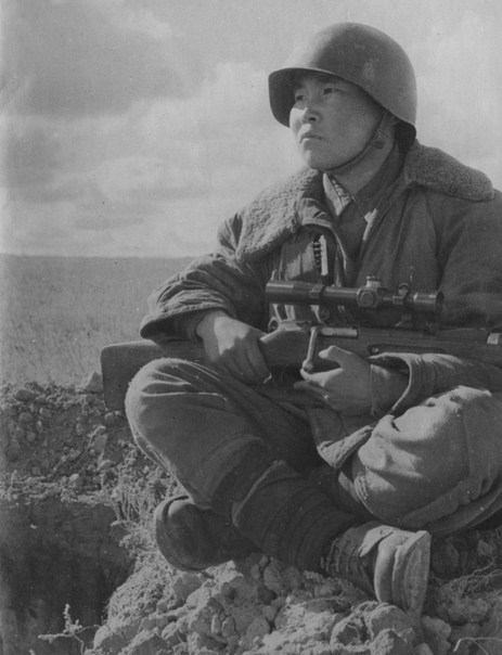 дьявол из гнезда чертей. максим пассар - советский снайпер, в период великой отечественной войны уничтоживший 237 солдат и офицеров противника. максим пассар, как и василий зайцев, был