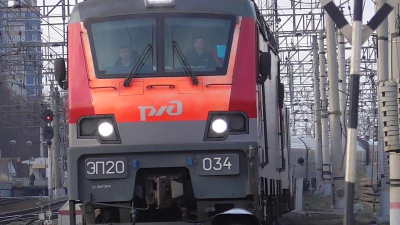 ЭП20-034 с поездом №102 Москва - Адлер