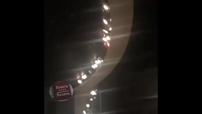 Зрителей заперли в театре во время пожара, чтобы не возвращать им деньги за билеты.